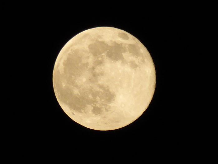 lumix TZ60の夜景モードで月を撮影