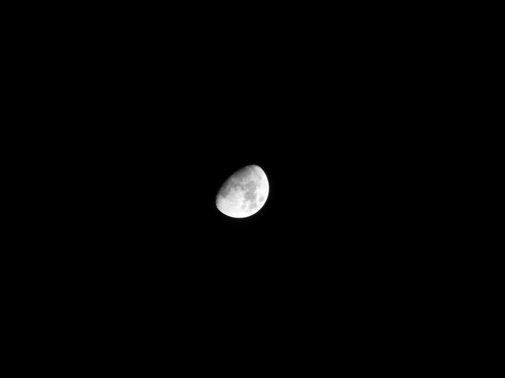 lumix tz60で月を撮影、20倍ズーム