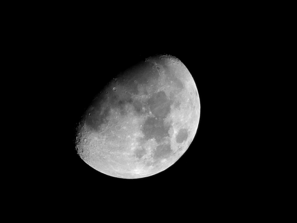 lumix tz60で月を撮影、80倍ズーム