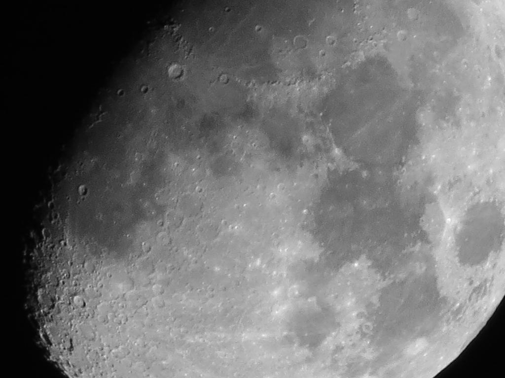 lumix tz60で月を撮影、200倍ズーム