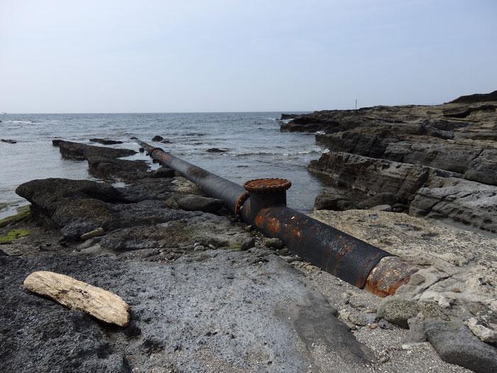 海につづく土管