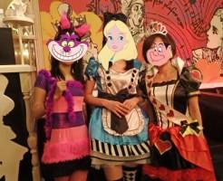 不思議の国のアリスの仮装で、ハロウィンお茶会♪