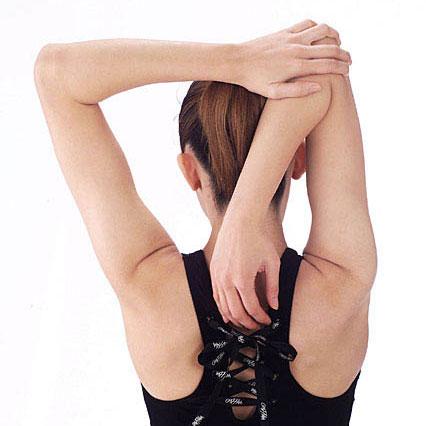 ごく普通の肩のストレッチ